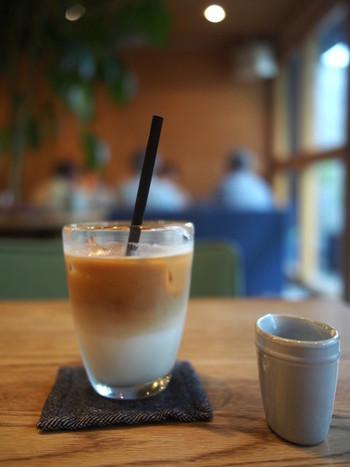 「気軽に立ち寄れる駅前のカフェをつくる」  2010年から営業している「STUDY(スタディ)」のオーナー・店舗設計を務める鈴木一史さんの言葉です。松陰神社前ブームの火付け役の一人でもある鈴木さん。正月には餅つき、夏には『STUDY縁日』などのイベントを開催し、さまざまな利用客が訪れる場所としての存在感を持つ「STUDY」を育んできました。