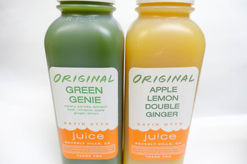 パッケージもおしゃれ♪1番人気の「グリーンジーニー」はパセリやホウレンソウ、ケールなどの野菜、果物にジンジャーをプラス。デトックスや疲労回復に効果があるそう。このボトルも環境に害のないものが使われ、人にも地球にも優しいドリンクです。