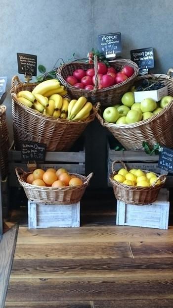 おしゃれでおいしく、しかも健康維持におすすめのフレッシュジュース。人気のスムージーやコールドプレスなど種類は様々ですが、野菜や果物を毎日摂ることはとっても大事なことですね。栄養をチャージして毎日元気に過ごしましょう。