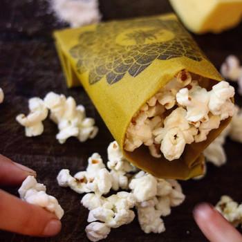 お菓子を包んでおくのにもぴったりですね!パーティーやおよばれのときなど、おしゃれなラップは注目を集めそうです。