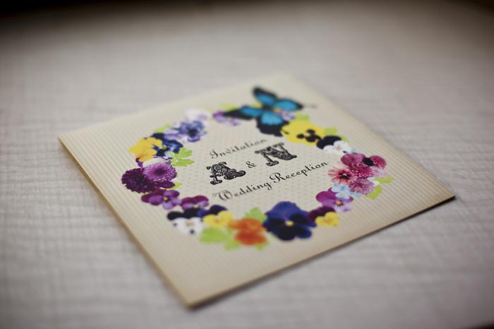 お花好きな方は封筒に花を描いてカラフルに。
