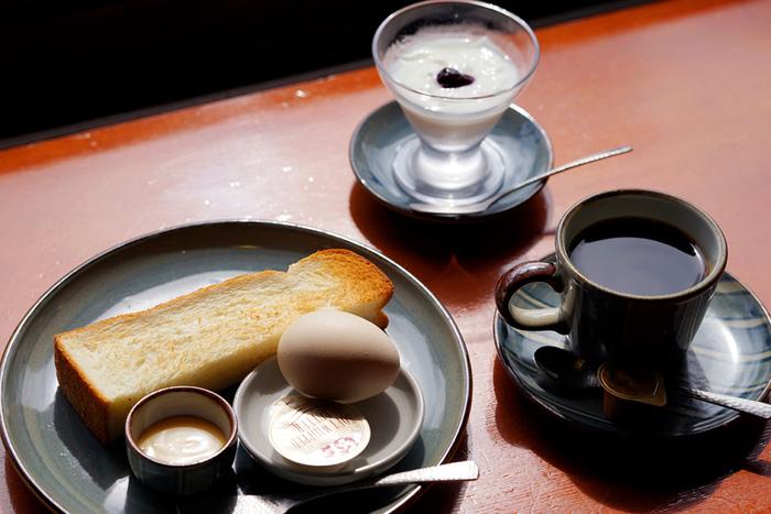 ハンドドリップでいれられるコーヒーと共に頂くモーニングが大人気。朝10時からオープンしていますよ。
