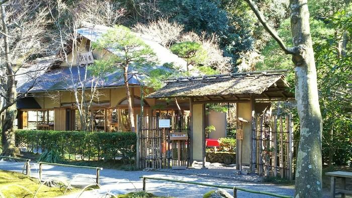 明月院の境内にある「月笑軒」は、明月院の拝観口のすぐ左手にあります。