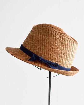 帽子は夏のおしゃれのマストアイテム。日差しが気になる時期なだけに、毎日持ち歩き、身に付けたいところです。きちんと扱えば、長く使えるものなので、自分のスタイルにぴったり合う、本当にお気に入りのものを見つけたいですよね。