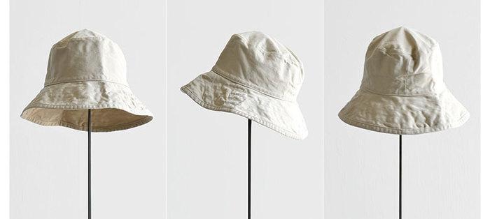 洗いをかけた生地がこなれた印象を醸し出す「HAT attack(ハットアタック)」のコットンハット。UVカットのコットン素材を用い、つばもぐるりと広めに設計されているので、気になる首の後ろの日焼け防止にも役立ってくれます。やや深めでハチもゆったり余裕をもったデザインになっているのも、特徴的。帽子をかぶるとありがちなぺしゃんこヘアも気にならなくなりそうです。