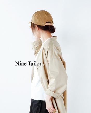 日本製の良さを帽子作りで表現するブランド「Nine Tailors(ナインテーラー)」のワークキャップ。しわ感や色味がこなれた印象のワックスコットン生地とレザーベルトの組み合わせが、とてもおしゃれ。コンパクトなデザインは、女性にもかぶりやすく、軽く柔らかい生地を採用しているので着用感も快適。シンプルスタイルのワンポイントにいかがでしょうか?