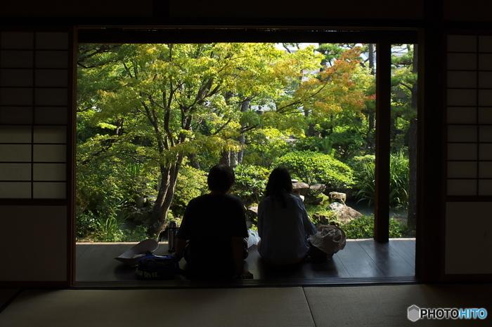 「新渓園」は、市で所有する日本庭園。座敷から眺める庭の景色も一服の絵。ぜひ腰を下ろして、ゆったりと鑑賞しましょう。  ▲旅のTIPS▲ 「大原美術館」のチケットは、期限なし。見残しても、翌日でも、次の旅行時でも使えます。