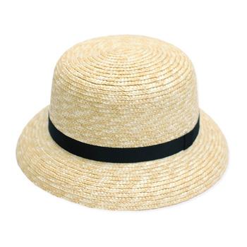 やや小さめのつばが可愛らしい「CLASKA(クラスカ)」の麦わら帽。どこか素朴で少女っぽいかわいらしさも備えています。ベーシックなデザインはずっと飽きずに愛用できそうです。
