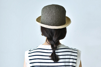 夏の間、毎日のように登場する帽子。そんな自分にとって、相棒と呼んでもよいくらいのアイテムを一から作ってみたいと思いませんか?'帽子を手作り'と聞くと、実用に適ったものが出来上がるのか不安になるかもしれませんが、初心者でもチャレンジしやすいキットがあるのです。