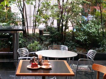 フランスのサロン・ド・テの雰囲気漂う落ち着いたカフェ。伊勢丹立川店の1階にあります。