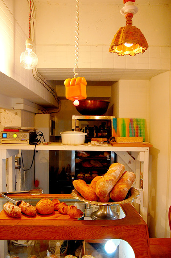 アート気分満点の小物も要チェック♪ パンを買って公園で食べるも良し、カフェで頂くも良し。