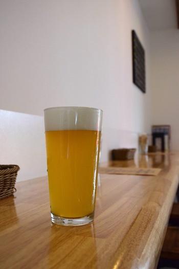 国産のクラフトビールは、苦味が苦手な人にも試してほしいと、厳選したものを日替わりで常時3種類用意しています。