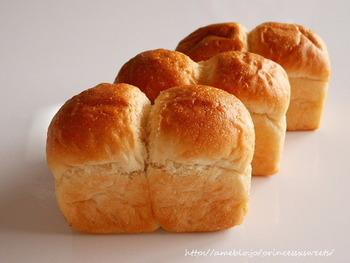 もっちりと美味しい食パンはミニサイズもあるので色々種類を試せるのも嬉しいですね。