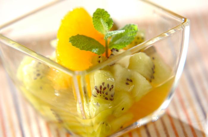 「マチェドニア」とはイタリア風フルーツポンチのことです。好きなフルーツを小さくカットしてシロップやリキュールなどで和えたもの。お家飲み会のデザートにいかがですか?