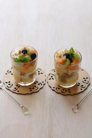 カットしたパンケーキとクリーム、フルーツを重ねたトライフルは見た目も華やか。クリームにはレモン汁が入っているのでさっぱり食べることができますよ。