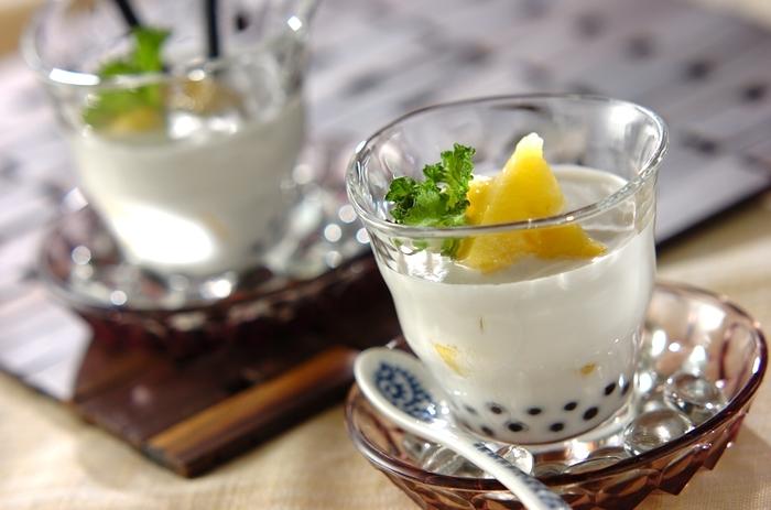 """日本の""""ぜんざい""""や""""かき氷""""に似たような、ベトナムの定番スイーツ、「チェー」。本場では温冷両方あるそうです。マンゴーやパイナップルなど好みのフルーツをトッピングして楽しみましょう♪タピオカがなければ小さめの白玉団子でも美味しいですよ。"""