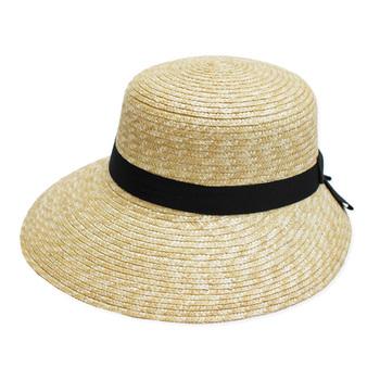 それに帽子は、いつものコーデにプラスするだけでグッとおしゃれに見えるだけでなく、強い日差しや紫外線からも守ってくれます。日焼け対策としても是非取り入れたいアイテムです。