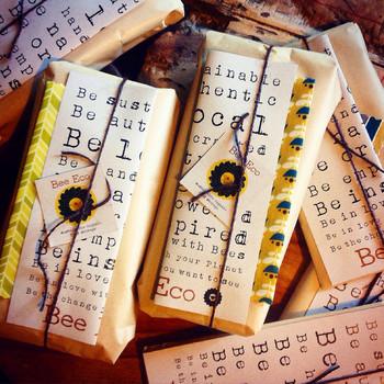 お菓子などの食べ物と一緒に「Bee Eco Wrap」を贈るのもアイデアですよね。