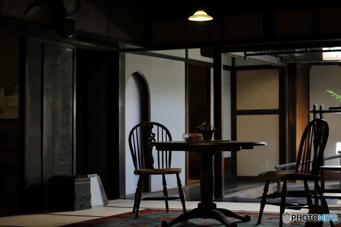 「大橋家住宅」は、江戸後期に水田・塩田開発で財を築いた大地主・大橋家の邸宅です。主屋は200年以上前に建築されたもので、重要文化財に指定されています。