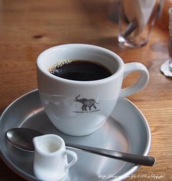 森のブレンドは香りとほど良い苦みがGOOD!象のロゴが入ったカップにも癒されます。