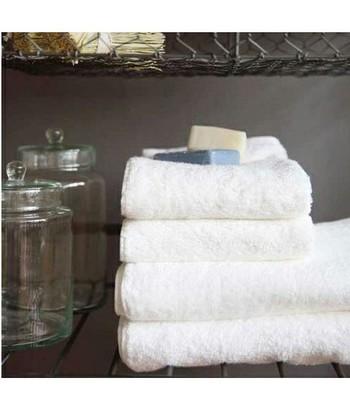 お風呂上り、ふわふわのバスタオルに包まれると幸せな気持ちになりますよね。お風呂の時間が大好きなお父さんには、せっかくだからお肌に優しいオーガニックコットンのバスタオルを贈りませんか?こちらの今治タオルは、肌触りの良さはもちろん、吸収性にも優れています。自然乾燥すれば、よりいっそう柔らかに。