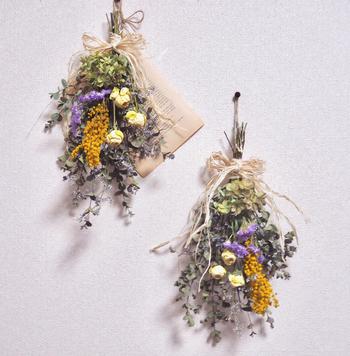 バラやミモザに紫陽花。バランスの良い配色がきれいです。色止めをしていないそうなので自然な風合いを楽しめますね。