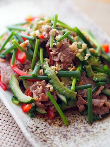 ゴーヤをたくさん食べたいならこのレシピ! 豚肉の他にエビも入ってボリュームがあるので、男性も満足。ご飯がどんどん進みそうなごちそうサラダです。