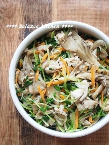 こちらは鶏肉を使いますが、ササミなのでヘルシーなレシピです。 きのこもたくさんで、カロリーは低くても栄養たっぷり。