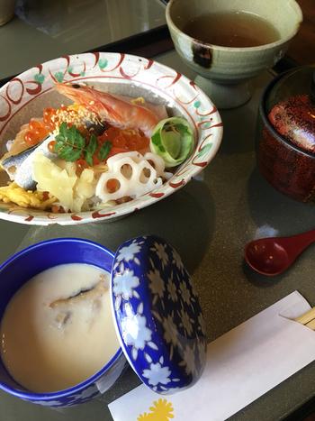 岡山の郷土食といえば「祭ずし」に「ままかり」。両方を味わうのなら『花咲きちらし寿司』を。