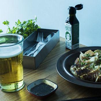 ニラや生姜の香り、お肉との相性もいいから餃子のたれには持って来い。焼き餃子のほか、水餃子でも合いそう。