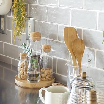 """そこでここでは、家事1年生の方の参考になるような""""基本の調理道具""""をご紹介していきます。調理道具選びはお料理の第一歩。お気に入りの道具を揃えて、使いこなせるようになれば、暮らしがより充実して心に余裕も生まれてくるはずです。"""