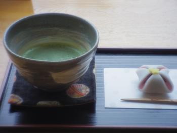 お抹茶を上手に点てられるようになれば、おうちが素敵な和カフェに変身します。普段のおやつやちょっと特別な日のおもてなしなど、いろいろなシーンでお抹茶を味わってみて下さいね!