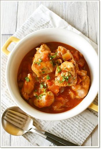 本格的な煮込み料理もなんと15分で出来ちゃいます。最初に鶏肉を焼くので、香りもよく食欲をそそられる1品です◎