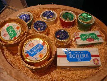 エシレバターは1894年にフランスに生まれました。その後、パリ万国博覧会で賞を受賞するや否や、世界中がその魅力に魅かれ多くのファンを獲得。 今なお、新しいファンを増やし続けています。 濃厚な味わいのバターこそ、特別な一日にピッタリ!普段使いはできなくても、大切に大切に味わいたい。まさに逸品です。