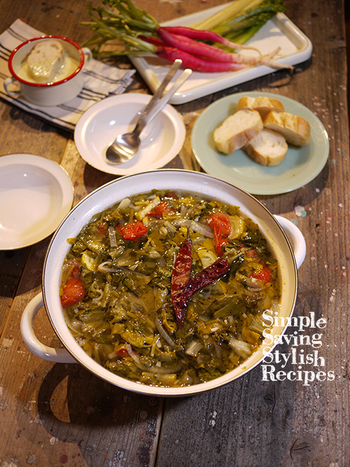 ズッキーニやセロリと一緒にじっくり煮込んだケールは、やさしいお味に大変身!栄養が染み出たスープは、最後の一滴まで飲み干したくなるおいしさです。