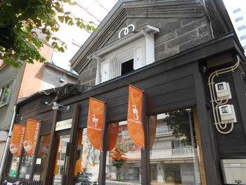 北海道札幌市中央区に本店を構え、現在は東京都千代田区にも支店を持つ『リトルジュースバー』。本店では蔵をリノベーションした店舗になっています。