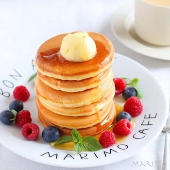 カフェのパンケーキのようなもちもち感を出すために、ヨーグルトを使っています。やさしい甘さなので、ついつい食べ過ぎちゃいそうです!