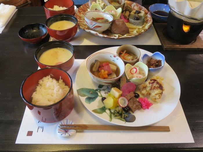 地元大原の京野菜をふんだんに使った一寸八菜は上品な味付けでありながらもボリュームがあり、食べ応え満点です。