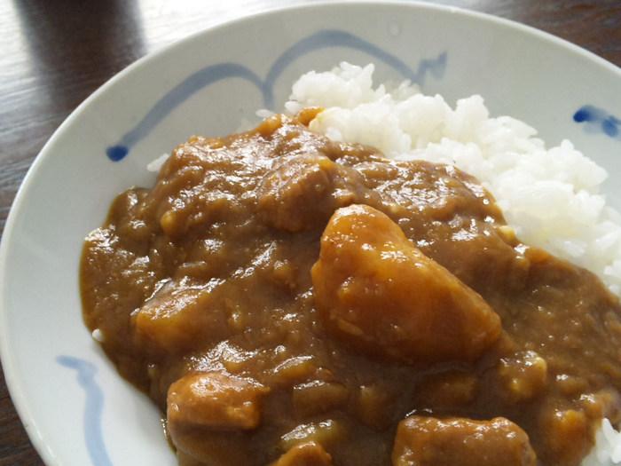日本におけるカレー文化。その進化はとどまるところを知りません。ますます進化し続ける日本のカレー。でも、基本はやっぱり【おうちカレー】。大きくて食べ応えのあるじゃがいもが好きな人、とろけたじゃがいもが好きな人、甘口・辛口・中辛・・・それぞれの家庭の味は癒しのソウルフード。あなたの好みはどんなスタイルのカレーですか?