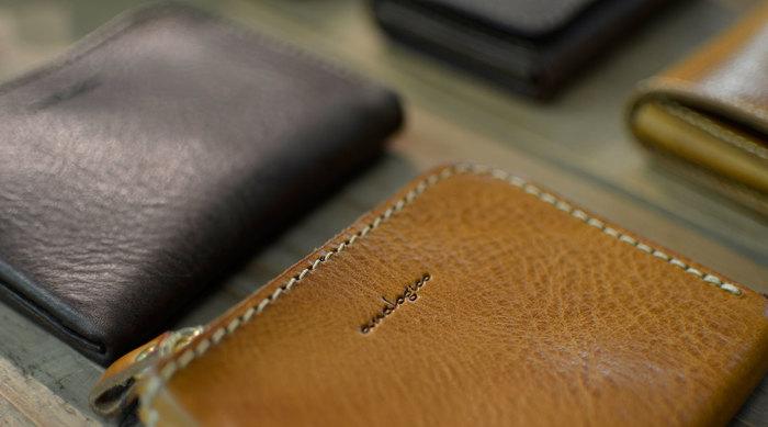 ナチュラルなイタリアンレザーで作る。analogico(アナロジコ)の革製品