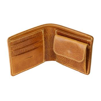 スタンダードな二つ折りの財布です。 小銭入れ、3枚のカード収納、両サイドポケットにお札入れがあります。