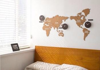 世界時計を部屋のインテリアに。壁際が少し寂しいと感じるときに取り入れてみては?