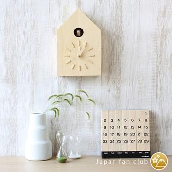 ハトが時間を知らせてくれる、ナチュラルな鳩時計。木の優しい感じで、植物系のインテリアとの相性も良いです。