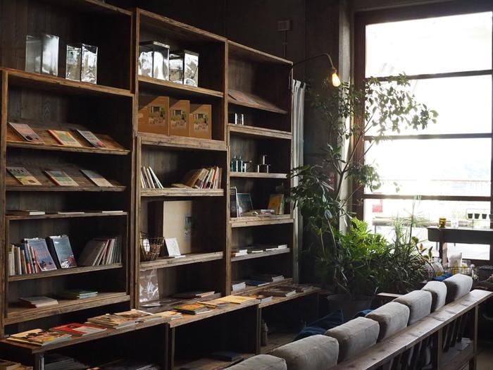 このように壁面に大きな収納があるとおしゃれに見えてきますよね。家具の色やインテリアのテーマを統一することも簡単にできそうです。こんな大容量の収納ならいくつあってもいいですよね。