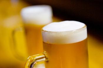 ご存知の通り、ビールには肉などの素材を柔らかくする特性がありますよね。カレーに使用する場合は、ルーを入れる前の煮込みの仕上げの段階でに適量入れることでコクがアップ。大人のカレーに仕上がるそうですよ。