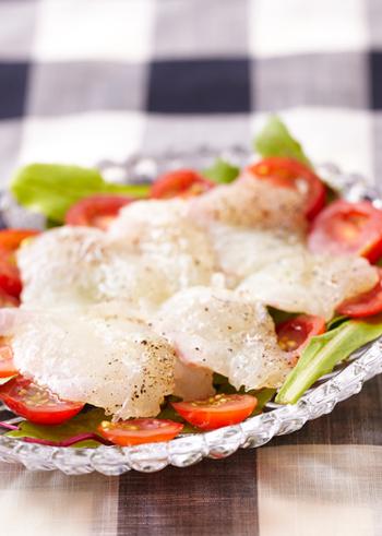 「カルパッチョ」は外せない絶品おつまみ!クセのない鯛を使えば、さっぱりと楽しめます。