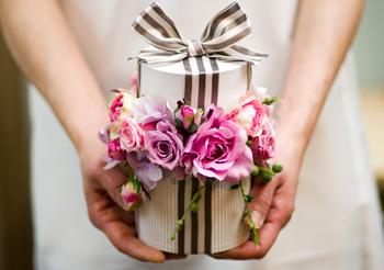 実用的でおしゃれな結婚祝い。おめでとうの気持ちと一緒に家電を贈ろう。