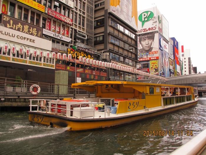 とんぼりリバークルーズは、道頓堀川の日本橋、相合橋、太左衛門橋、戎橋、道頓堀橋、大黒橋などの9つの橋をくぐるミニクルーズ。川から見る大阪を満喫します。