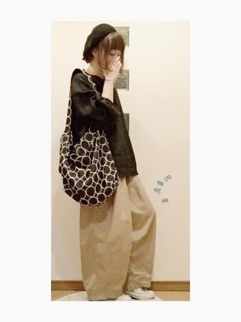 使いやすい色味のバッグ。 シンプルなファッションのポイントになるのが嬉しい♪