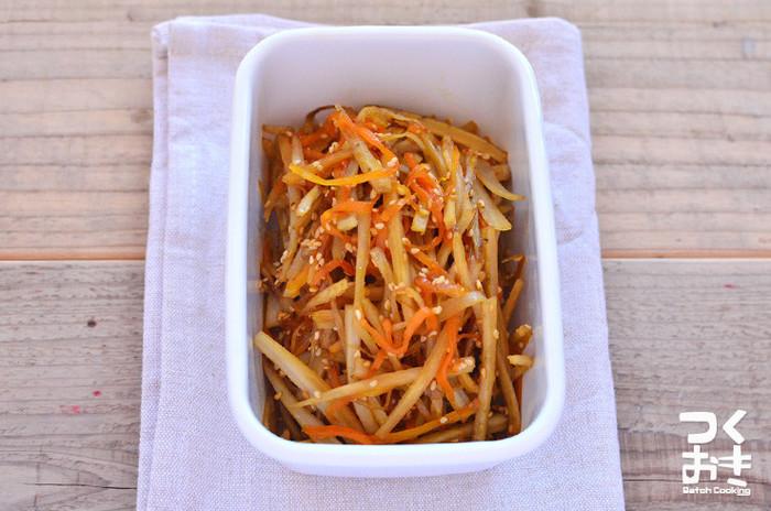 みりんを使ったきんぴらごぼうのレシピです。こちらもお弁当や作りおきに便利なおかずなので重宝しますよ!